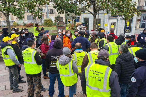 Des éleveurs de la Coordination Rurale 87 sont venus opposer leurs arguments aux manifestants de L214.