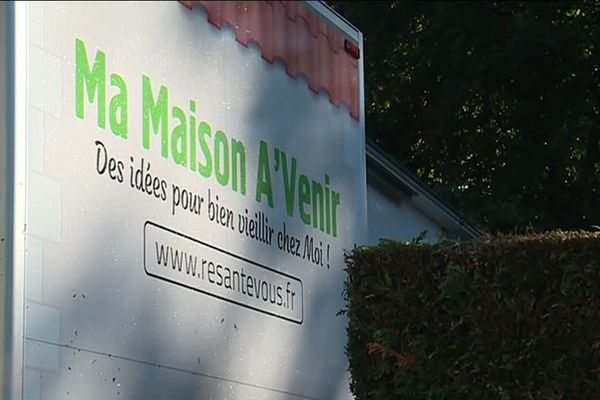 """La maison """"pour bien vieillir chez soi"""" va aller dans une dizaine de communes de Charente d'ici le mois de décembre 2018."""