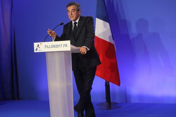 François Fillon avait annoncé lui-même avoir employé ses enfants comme assistants parlementaires lorsqu'il était sénateur de la Sarthe.