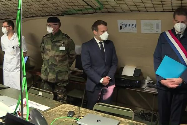 Emmanuel Macron a rencontré les acteurs civils qui gèrent la crise