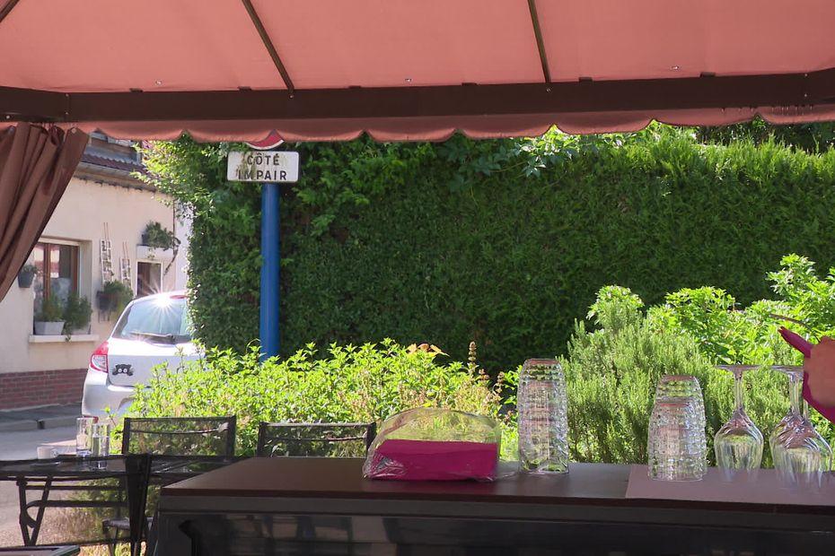 """En Hauts-de-France, les restaurateurs face aux démissions et au manque de saisonniers: """"je risque de perdre mes clients"""""""