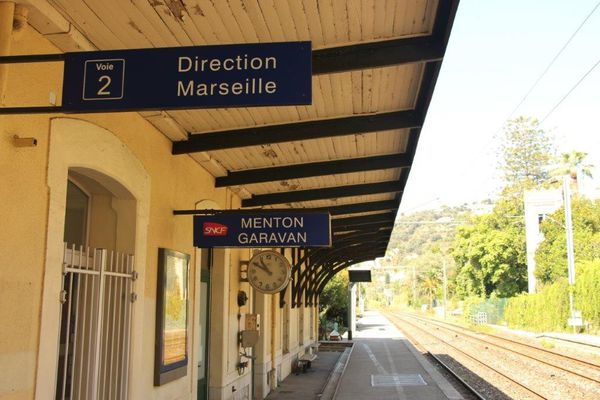 Dans la gare de Menton-Garavan il n'existe plus de guichetiers, seulement un distributeur automatique