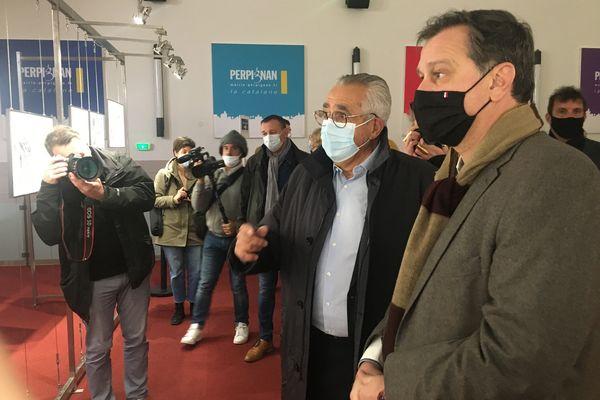 Louis Aliot (à droite) visite l'exposition le 19 mars 2021