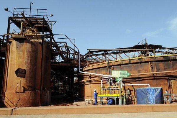 L'usine de traitement de minerai de bauxite de Gardanne qui produit des boues rouges, ici en 2010.