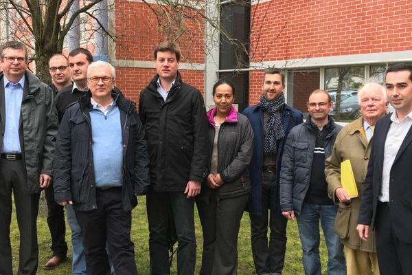 Le nouveau président de la Chambre d'agriculture du Loiret, Jean-Marie Fortin (au milieu en bleu), avec les membres du bureau.