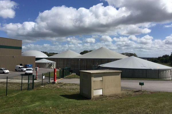Inaugurée en 2018 la centrale biogaz de Kastellin, à Châteaulin, injecte dans le réseau gazier du méthane produit à partir de fumier, de lisier, de déchets de l'industrie agro-alimentaire et de cultures. Le digestat, matière organique issue du processus de méthanisation, sert ensuite de fertilisant épandu sur les terres agricoles.