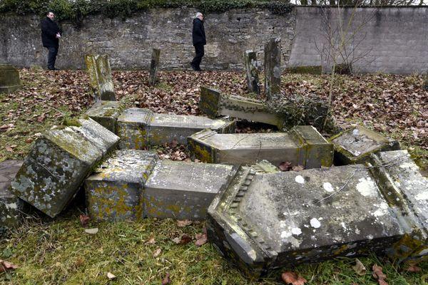 Le 12 février 2015, 269 des 400 tombes du cimetière juif de Sarre-Union avaient été profanées.