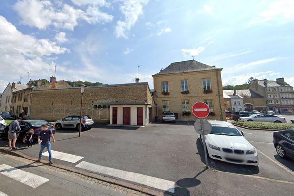 L'automobiliste récalcitrant a été arrêté par la police municipale sur la route d'Illy, derrière la mairie de Floing.