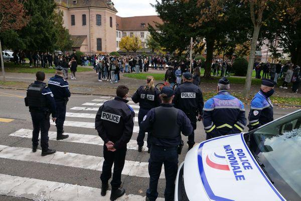 Les cours avaient commencé lors de l'explosion, et il a fallu évacuer les élèves.