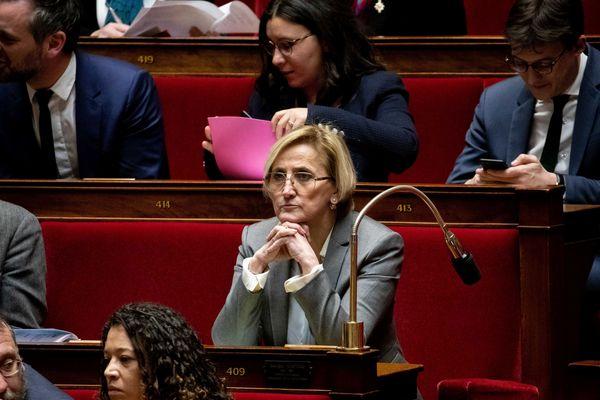 """""""Ce qu'il faut, c'est que tout le monde puise passer le permis,"""" explique Françoise Dumas. Les auto-écolessont vent debout contre le rapport de la députée du Gard (LREM), remis au Premier ministre vendredi. Elle s'est expliquée ce matin sur France Bleu Gard Lozère."""