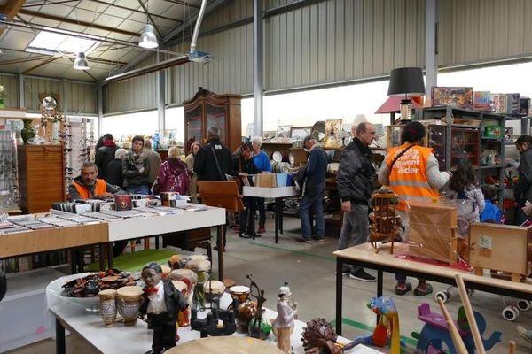 Jour de vente dans l'un des magasins des Mains Ouvertes à Gerzat (Puy-de-Dôme)