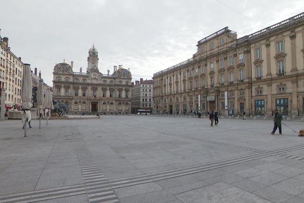 Lyon, ville morte. La place des Terreaux, deux heures avant le confinement 17/03/20