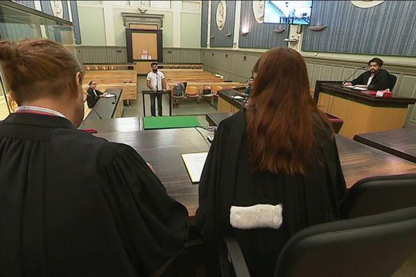 Au tribunal correctionnel de Perpignan, des comédiens interprètent un procès fictif sur le thème des violences conjugales