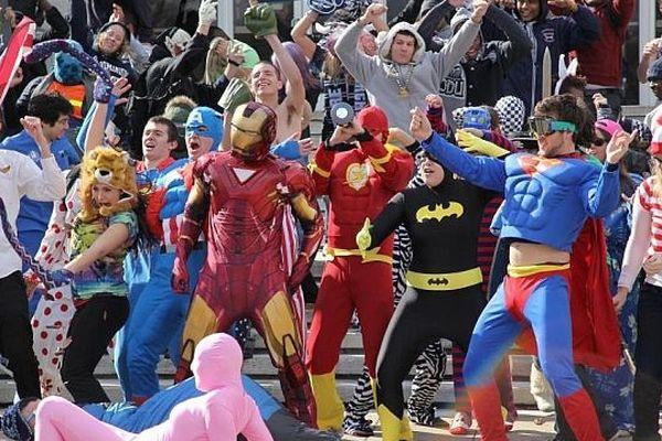 Le carnaval des étudiants de Caen organise un Harlem shake pour l'édition 2013