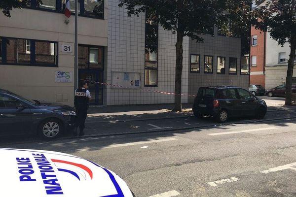 La police devant l'agence régionale de santé à Rouen
