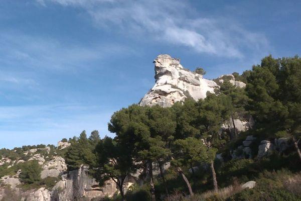 La célèbre aiguille de Sarragan associée à la renommée du village des Baux sera préservée.