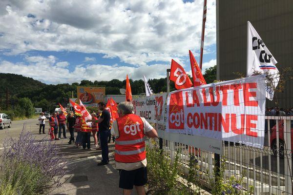 Débrayage des salariés devant les locaux de la Maec