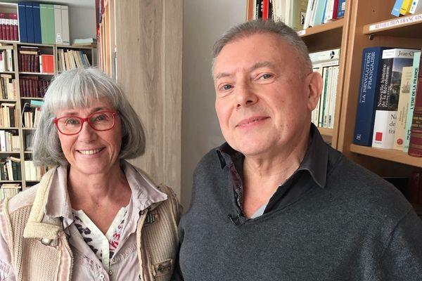 Nicole et Gérard possèdent 6 000 livres. A Montluçon (Allier), leur maison s'est transformée en bibliothèque, ouverte à tous.