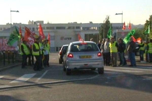 Rassemblement ce lundi 23 septembre 2013 devant le siège social d'APRR à Saint-Apollinaire en Côte-d'Or