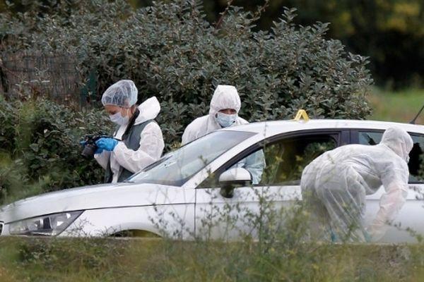 La police technique et scientifique autour de la voiture de l'entrepreneur le 20 novembre dernier