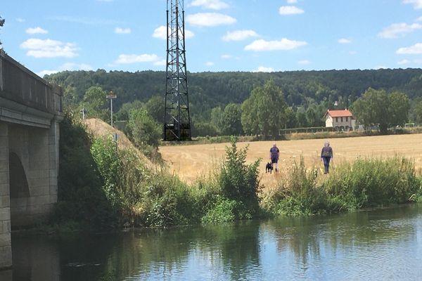 Photo montage du Collectif Chambray Citoyen pour figurer la future antenne 4G d'Orange