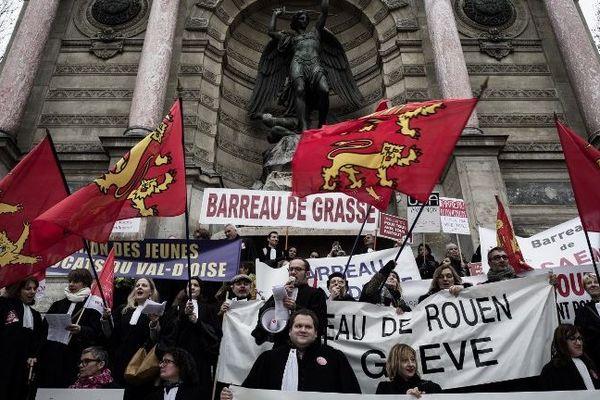 Les avocats ont quitté la Côte d'Azur pour aller manifester à Paris.