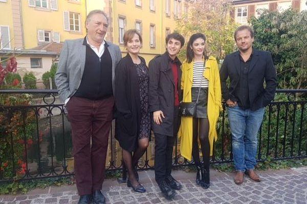 Les comédiens de Plus Belle la vie dans les rues de Colmar