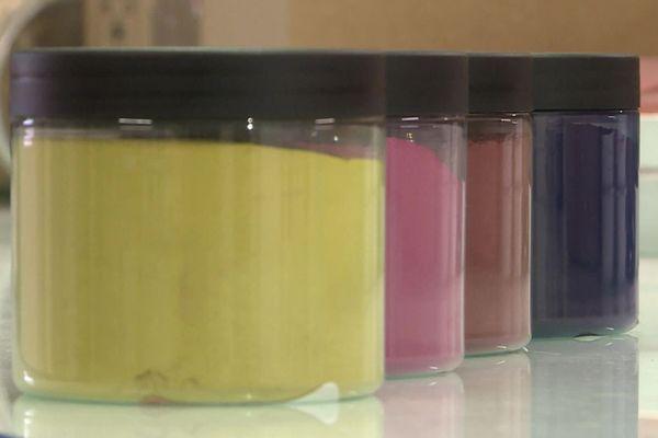Couleurs de Plantes a mis au point une trentaine de pigments végétaux.
