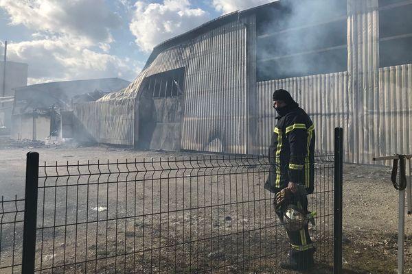 En tout, 1.300 m2 de la fabrique ont brûlé à Outremécourt, à l'est de la Haute-Marne