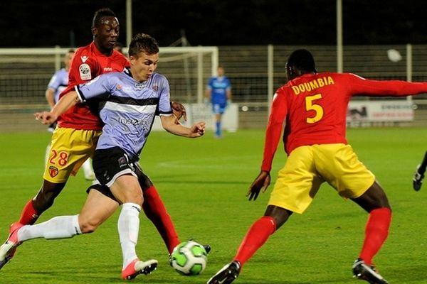 Nicolas De Préville, en violet (Attaquant Stade de Reims). Championnat de France Ligue 2 Istres - Le Mans au stade Parsemain