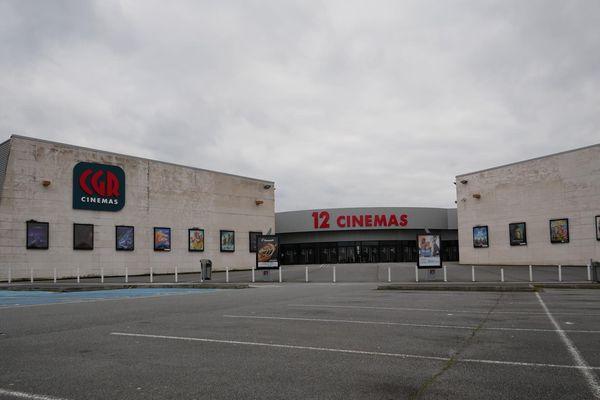 L'entrée du cinéma CGR de Buxerolles, près de Poitiers, mardi 17 mars.