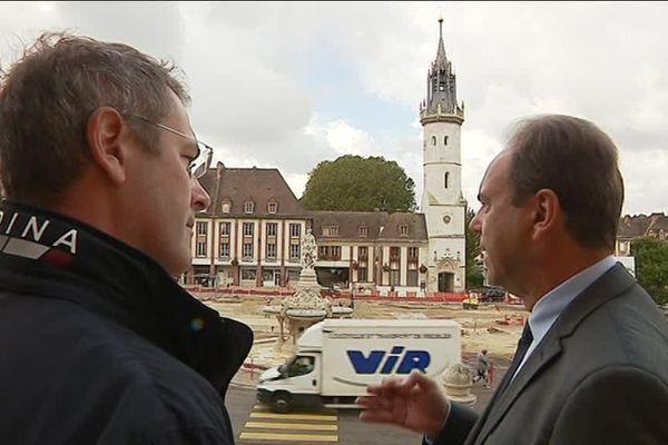 A droite, le maire d'Evreux, Guy Lefrand