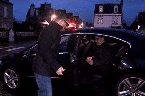 Ce client prend place à bord d'un taxi participant au nouveau service de transport individuel