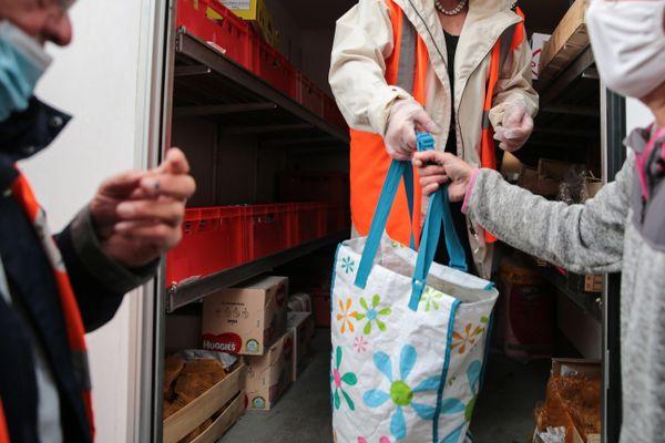 Les associations manquent de bras notamment pour les distributions de colis et les visites à domicile