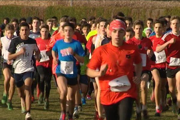 Le cross académique a réunit 1 000 collégiens et lycéens à Brumath, le 14 décembre.