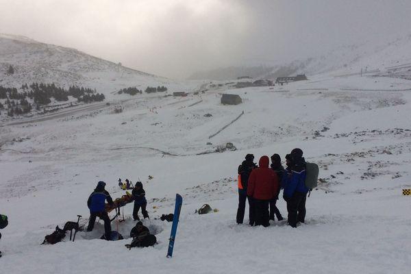 Bien réels, les dangers de la moyenne montagne sont pris très au sérieux par les gendarmes spécialisés du peloton de gendarmerie de Murat, dans le Cantal, qui s'entraînent régulièrement.