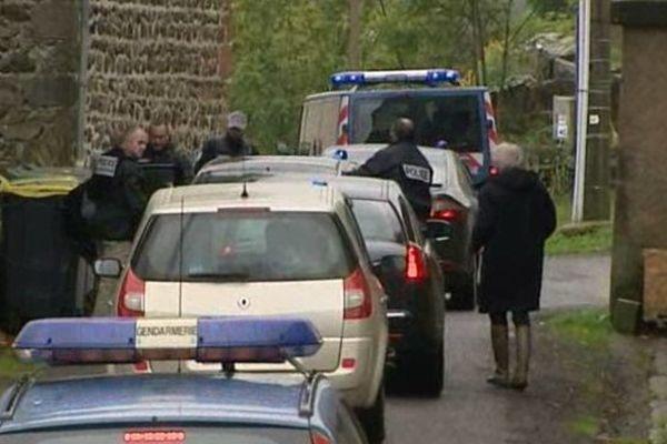 Toute la matinée, le convoi de policiers et d'enquêteurs a suivi les indications de Cécile Bourgeon sur le trajet qu'elle aurait suivi avec Berkane Makhlouf avant d'enterrer le corps de sa fille. En vain.