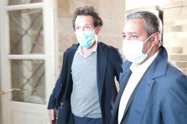Mustapha Laabid (à droite) accompagné de son avocat Julien Delarue. Le député d'Ille-et-Vilaine était jugé en appel pour abus de confiance