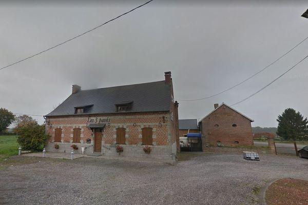 """L'automobiliste a percuté un mur du restaurant """"Les 3 Pavés"""" à Bas-Lieu."""