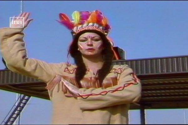 En 1983, la journaliste Isabelle Moeglin joue la fille de Bison futé dans un reportage sur les départs en vacances diffusé sur France 3 Bourgogne.