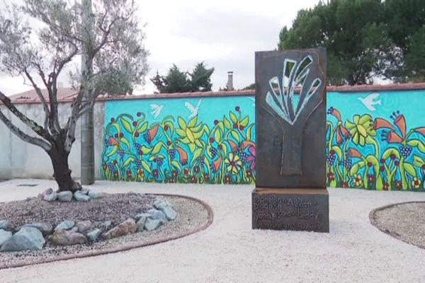 Au cimetière de Millas, un arbre de vie a été érigé en hommage aux 6 collégiens décédés dans l'accident de leur bus scolaire le 14 décembre 2017.