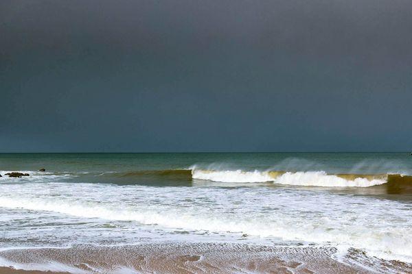 Ciel sombre au petit matin sur la plage des Grèves d'en Bas - Cap Fréhel (22)