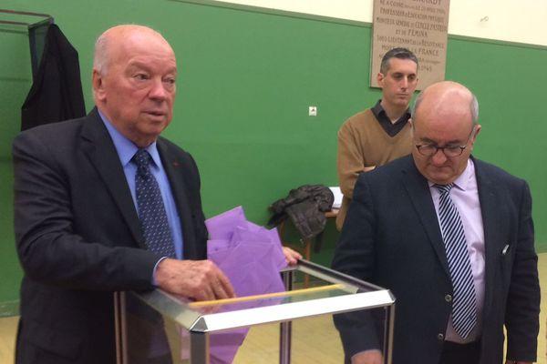 Jean-Pierre Door lors du dépouillement de l'élection législative partielle à Montargis