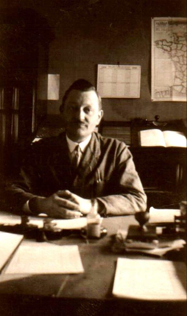 Franz dans les années 30 à son bureau