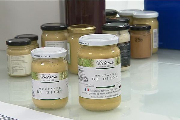 Pots de moutarde fabriquée par la société Delouis à Champsac, en Haute-Vienne