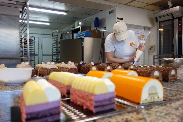 L'équipe des délices normands s'est illustrée auprès du jury par ses gâteaux parfaitement présentés et son pain Le Médiéval.