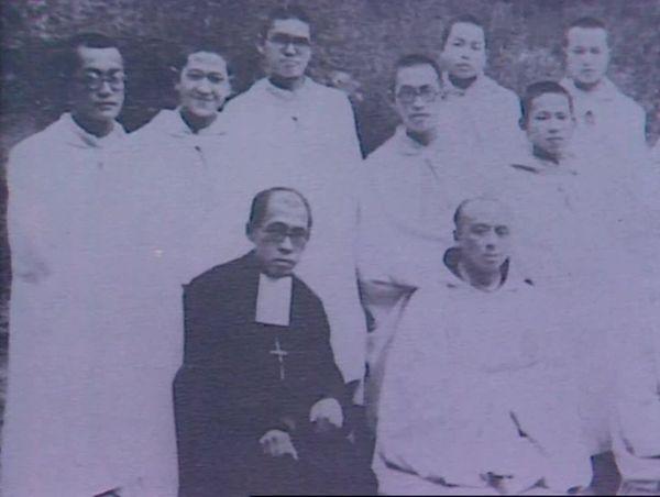 Des religieux catholiques chinois de l'abbaye de Notre-Dame-de-Consolation, dans les années 1930.