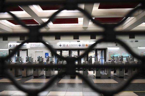 Côté RATP, neuf lignes de métro restent fermées ce vendredi (illustration : 5 décembre).