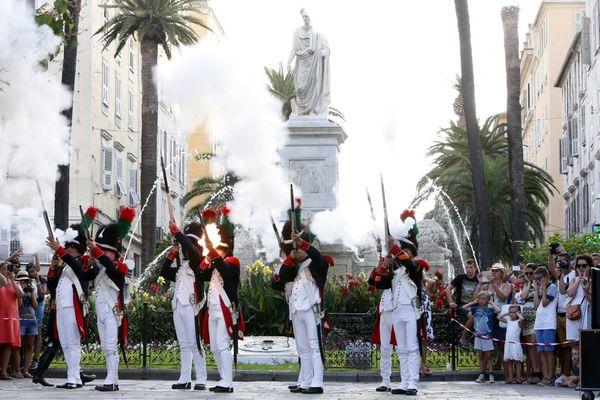 Dans un communiqué, la municipalité d'Ajaccio annonce le report de certaines festivités du bicentenaires de la mort de Napoléon.