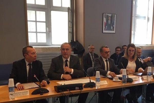 Didier Guillaume en réunion à la préfecture avec les organisations agricoles